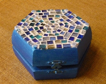 Hexagonal box decorated with mosaic