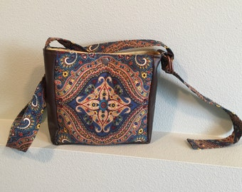 "10x9"" purse with adjustable strap and pockets"