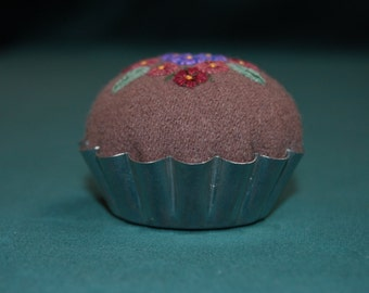 Repurposed Wool Pincushion with Appliqued Felt and Embroidery in Tart Tin