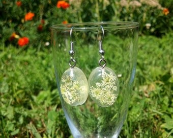 Resin flower jewelry: Tiny white flowers