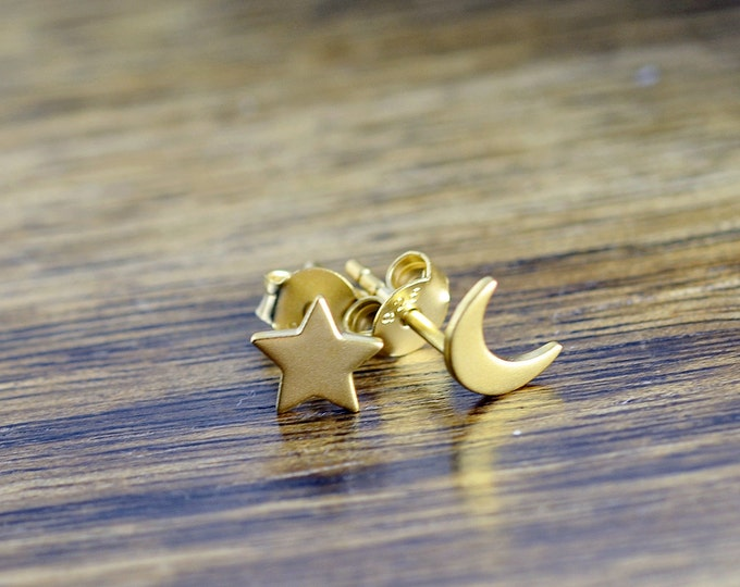 gold star and moon earrings - stud earrings - celestial star and moon earrings  - tiny stud earrings