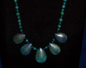 Chrysocolla tear drop pendant beads (445)