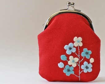 Kiss lock coin purse / card case - white and blue flowers on red, business card holder, light blue, turquoise blue, red, flower applique