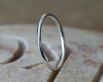 Medium Stacking Ring in Sterling Silver 1.3 mm, Skinny Ring, Size 2 to 15, Small Stacking ring, Stacker Ring, Gift for Her, Solitaire Ring