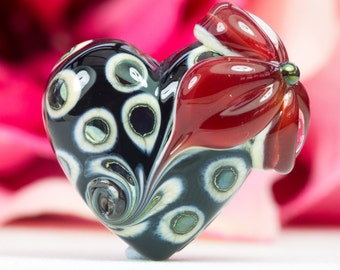 Lampwork Glass Bead Flower Heart with Lustre detail by Clare Scott SRA