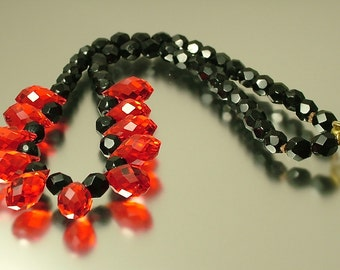 Vintage/ estate 1950s/ 60s retro red and black teardrop crystal glass bead costume necklace - jewelry