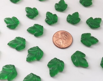 20 Gorgeous Green Glass Ivy Leaf Bead Charms
