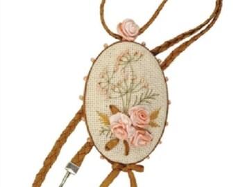 Pendant Vintage Needlework Complete Kit