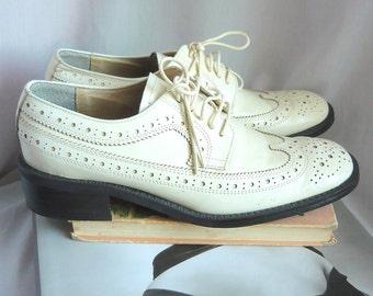 Vintage HURRICANE  WINGTIP Oxford Shoes Leather / size 7 .5 Eu 38 Uk 5 Narrow Width / Ivory White GRANNY Grunge 90s  Flats