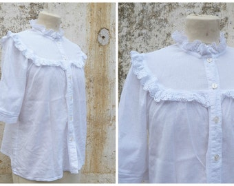 Vintage 1970/70s  white light cotton crepon adorned with eyelet trims blouse / Hippie/Festival  size M/L
