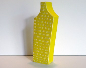 medium sized porcelain vase with scrafitto pattern and 22k bright gold luster