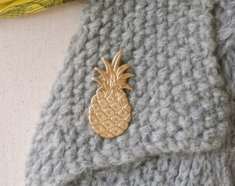 Pineapple pin / hospitality pin/ frienship pin/ welcome pin/ fruit jewelry/ pineapple brooch. Tiedupmemories