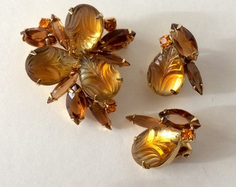 Unsigned Juliana Brooch and Clip Earring Demi Parure Set amber Orange Yellow Carved Glass Collectible Jewelry