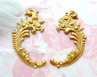 BRASS (2 Pieces) Floral Rose Flower Flourish Scroll Ornate Corner Stampings - Jewelry Ornament Findings (E-451) #