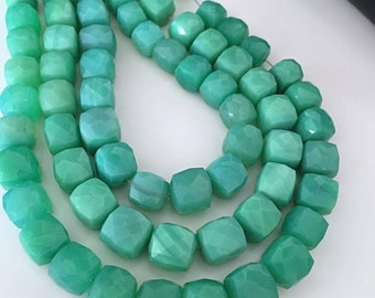 Chrysoprase colored chalcedony Cubes 9mm