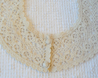 Vintage Crochet Lace Collar to Wear With a Woman's Blouse or Sweater - Pretty and Nostalgic