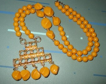 Vintage MOD 60s Yellow Orange Bead and Dangle Pendant Necklace