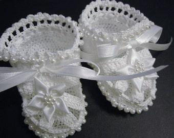 Christening Baby Shoes, Christening Crochet Booties White Flowers and Pearls Newborn Girl Reborn