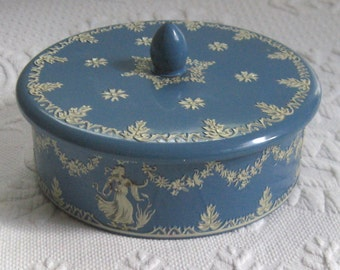 tea tin . wedgwood blue tin . Vintage Neoclassical Tea Tin . Wedgwood Tea tin . Wedgwood Cookie Tin  . made in Holland