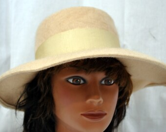 Vintage Henry Pollock Wool Camel Colored Wide Brimmed Hat with Grosgrain Ribbon and Bow