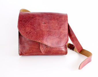 Vintage Rustic Red Leather Courier Bag | Tooled Cowhide Purse | 1970s Handcrafted Leather Shoulder Bag