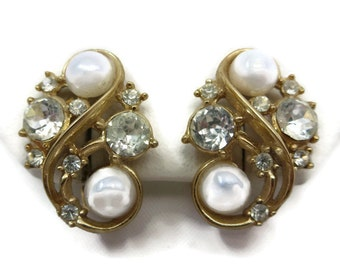 Trifari Earrings -  Vintage Costume Jewelry, Faux Pearls, Rhinestones, Bridal, Wedding, Gold Tone