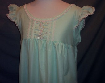 Pale Green Embroidered Nightgown Cotton Blend Vintage Katz Shift L 38 60s B44
