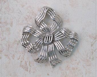 "Vintage MONET XXLge 3"" Textured Open Work SILVERTONE Ribbon Bow BRooCH Pin MiNT"