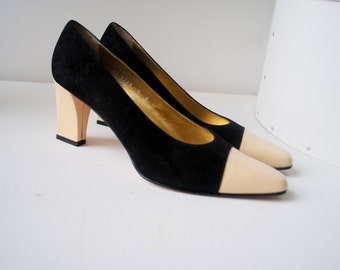 Hollywood vintage  90s black genuine suede pumps with a beige genuine leather chunky  heel and  matching toe.Made by Escada.SIZE 9b.
