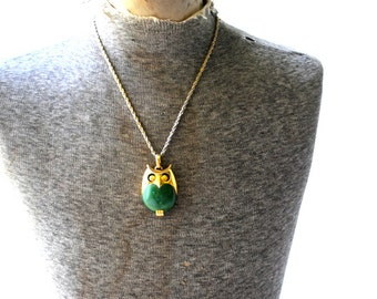 Mod vintage 70s gold tone metal owl necklace with a green lucite detail. Made by Trifari.