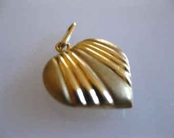 Vintage Oro 14kt Heart Yellow Gold Love Token Charm 0.77 grams