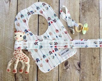Arrows Baby Gift Set - Baby Bib - Pacifier Clip - Toy Leash - Bib - Baby Shower Gift - Gift for Baby