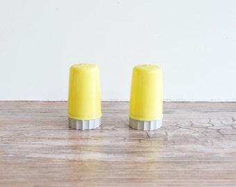 Salt and Pepper Shaker Mini Salt and Pepper petite Salt and Pepper Retro Shakers RV Shakers Yellow Shakers Vintage Shakers
