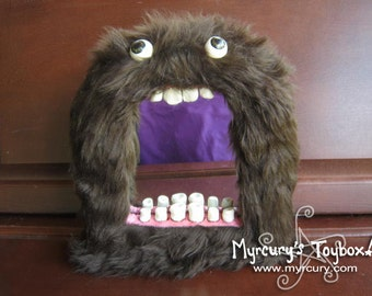 MONSTER! Fluffy Brown Furry Big Mouth Mirror! - Hilarious and Fun!! Creepy furry cute toothy creature!