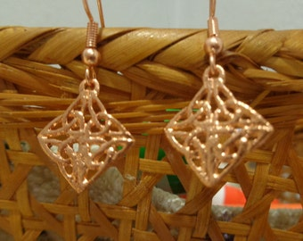 Diamond shape copper celtic design earrings