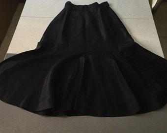 Film Noir - 1930's Jet Black Taffeta Scalloped Tulip Skirt