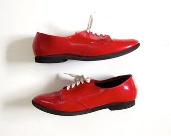 Vintage Patent Red Oxfords Shiny Lace Up Hipster Shoes 70s 80s Mod Red Faux Leather Shoes Women's Size 8 Dells