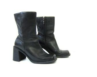90s vintage black leather boots. tall boots. chunky heel boots. zip up goth boots hipster urban street wear Mid calf fashion womens size 7.5