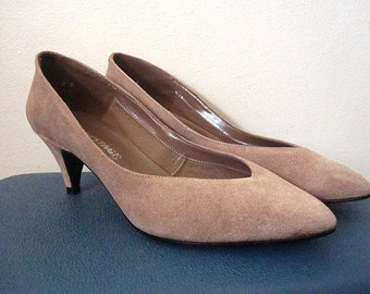 Vintage 80s Taupe Brown Suede Pumps Size 8B