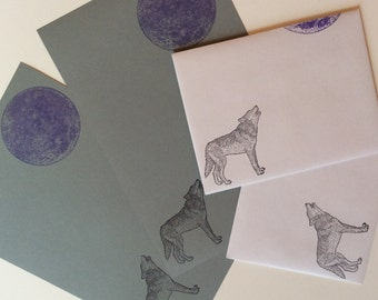 gray wolf howling at the moon letter set with matching envelope for writing a wild pen pal