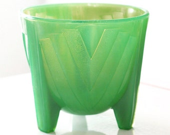 FREE SHIPPING - McKee Skokie Green Dark Jadite Chevron Footed Jardiniere