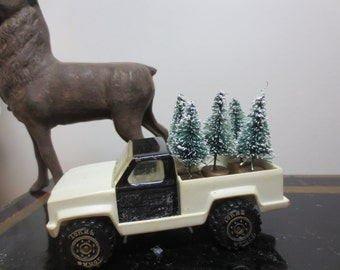 "Vintage Plastic Black and White Tonka Pickup Truck loaded 5 sisal Trees Ready for Delivery Desk Decor Holiday Decor Truck Trees 3 3/4"" long"