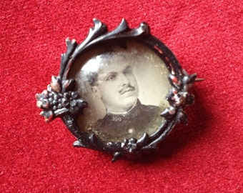 Antique french Small brass picture / photo frame brooch doomed glass