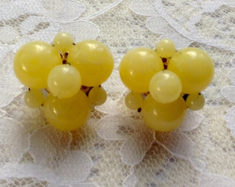 Vintage Lemon Yellow Lucite Plastic Cluster Clip Earrings Signed Western Germany