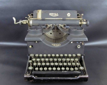 Antique Royal No 10 Typewriter with Dual Glass Windows. Early 1914 Model.