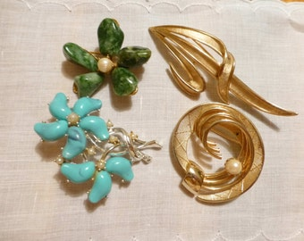 4 Vintage Gold Tone Costume Jewelry Pins Vintage Jewelry Lot