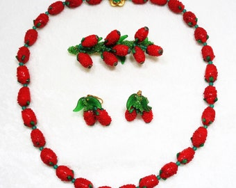 Summer Fresh Berry Art Glass Necklace Brooch and Earrings Parure