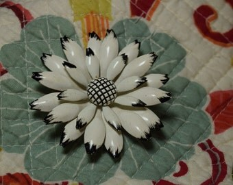 floral Brooch 1960's White