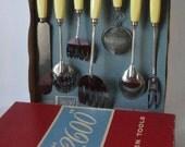 Mid century ECKO 2600 Kitchen Tool Set 0f 8 pcs. with Hang-up  Rack. Original Box.