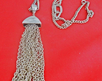 """High end and beautifully made Vintage gold tone 22"""" necklace with 4.75"""" fringe/tassel pendant in great condition, appears unworn"""